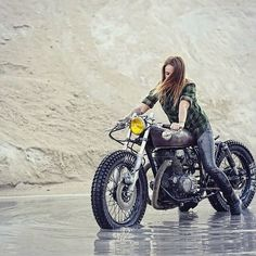 If you don't ride in the wet, you don't ride. ☔️✊ sittin pretty on a Zadig Motorcyles' Honda CB250 cafebrat. #hondacb250 #cb250…