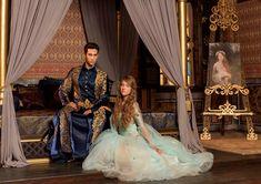 kosem sultan sends her regards Turkish Beauty, Turkish Fashion, Meryem Uzerli, Fairy Tale Costumes, Kosem Sultan, Dramatic Hair, Rococo Fashion, Theatre Costumes, Turkish Actors
