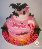 Un pastel de Chica Vampiro para Halloween. / A cake from Vampire Girl for Halloween.