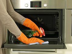En el espacio de hoy os dejo una estupenda idea para limpiar el horno con vinagre. En muchas ocasiones os hablo de este maravilloso líquido