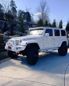 I love a tough Jeep but they have such basic interiors. I need something a little more fancy for everyday & a smaller Jeep for the beach! Auto Jeep, Jeep Cars, Jeep Truck, Jeep Jeep, Ford Trucks, My Dream Car, Dream Cars, Maserati, Automobile