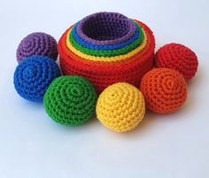 The benefits of the rainbow sorting toy: 1. Develops children's motor skills 2. Develops space orientation 3. Supports learning concepts like far-close 4. Supports learning concepts like big - small 5. Helps the child learn the basic rainbow colors 6. Helps the child associate colors 7. Children can use it to learn how to count