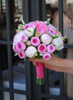 Ramo de novia con peonias, rosas pitimini y lisianthus. No le afecta el paso del tiempo. Todas las flores estan hechas a mano. #ramodenovia #ramoeterno #ramodenoviaartesanal #ramodepeonias #decoclay #gomaeva #foamiran #coldporcelain