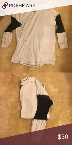 LF Top with Mesh Sleeves 😍😍 Mesh sleeve long sleeve top!! So versatile so can be worn many different ways! Size small but runs big. Super cute and comfy! Tag is ripped a little as seen in third pic LF Tops Tees - Long Sleeve