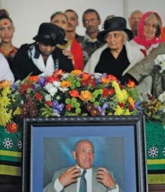 Anti-apartheid activist Morris Fynn was finally buried as a Zulu chief at his ancestral home at Umzumbe on the KwaZulu-Natal south coast yesterday – a week after his funeral was blocked by a rival chief. City Press, Coloured People, Apartheid, Kwazulu Natal, The Orator, Funeral, Coast