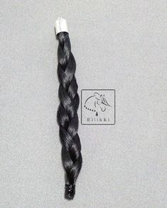 This is how to plait horsehair for horsehair jewelry. Horse Hair Jewelry, Horsehair, Plait, Horse Stuff, Beading, Knowledge, Bracelets, Beads, Pearls