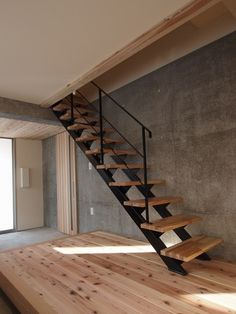 Loft Stairs, House Stairs, Narrow House, Loft Room, Condo Decorating, Minimal Home, Railing Design, Architect Design, Cabana