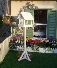 I wonder if my darlin' could make a birdhouse like this for me .....