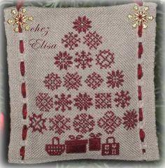 Sapin de Noël 2003 rouge - red Christmas tree (il faut contacter par email la créatrice pour obtenir le diagramme gratuitement)