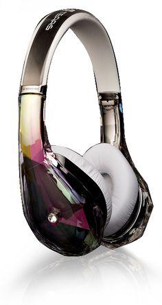 Monster® Diamond Teams Kopfhörer. Der Diamond Tears hat ein atemberaubendes Design, das Sie noch stilvoller wirken lässt. Visuell aufregend, scharf und kantig wie ein Diamant und dennoch in eleganter, komfortabler und glatter Tropfenform, die niemals langweilt. Der Diamond Tears verfügt ebenfalls über einen Klang, den Sie von einem Monster Kopfhörer erwarten dürfen.
