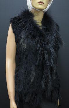 Krásná černá kožešinová vesta z králíka. Skvělý kousek pro každou příležitost. #spongr #kuzedeluxe #pravakozesina #damskavesta #vesta #kozesinovavesta Fur Coat, Jackets, Fashion, Down Jackets, Moda, Fashion Styles, Jacket, Fasion, Fur Coats