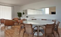 Harmonia total no décor. Veja: http://www.casadevalentina.com.br/projetos/detalhes/harmonia-total-604 #decor #decoracao #interior #design #casa #home #house #idea #ideia #detalhes #details #style #estilo #cozy #aconchego #conforto #harmony #harmonia #casadevalentina