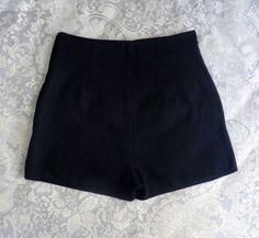 Short Cintura Alta Preto  R$23,00  Tamanho: M  Comprar em: http://armahelbrecho.com/index.php/categoria-produto/shorts/