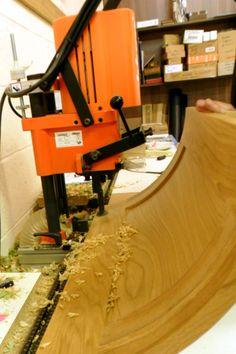 Drilling Oak convex door for hinges