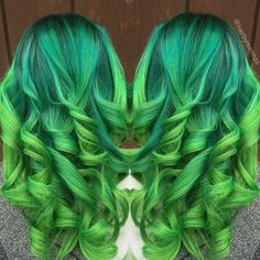 Used all @arcticfoxhaircolor on @daynacaughtfire to create a dimension green color melt. #hairbymermzs hairbymermzs@gmail.com Web Instagram User » Collecto