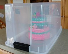 How to transport a tiered Shopkins cake An important construction with us is undoubtedly Cake Decorating Techniques, Cake Decorating Tips, Cookie Decorating, Shopkins Birthday Cake, Shopkins Cake, Cupcakes, Cupcake Cakes, Cake Storage, Pear Cake