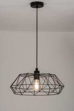 Super leuke prijs! Home interior lights / ONLINE SHOP : click on this LINK ( www.rietveldlicht.nl ) Mooie hanglamp met een open frame, in mat zwart. Deze lamp komt het beste tot zijn recht in combinatie met een sierlamp of matte gloeilamp. Ook in roodkoper . 45cm . Mooie lamp voor woonkamer salontafel , tafel of slaapkamer . E-mail: helpdesk@rietveldlicht.nl