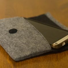 DIY Felt Cellphone or Glasses Case. Directions/tutorial not the easiest to follow, but I like the finished product.