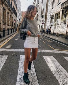 Grey sweater with white denim skirt and dr martens - Outfit Ideen Mode Outfits, Skirt Outfits, Trendy Outfits, Fashion Outfits, Womens Fashion, Look Fashion, Fashion Models, Autumn Fashion, Fashion Trends
