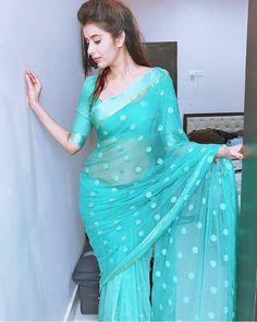Blue blouse design with saree Indian Beauty Saree, Indian Sarees, Saree Poses, Saree Blouse Neck Designs, Sari Dress, Saree Trends, Stylish Sarees, Saree Look, Chiffon Saree