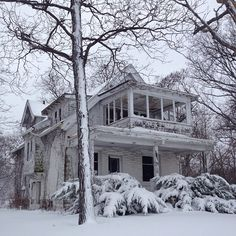 Abandoned house in Milwaukee. Someone just left this beautiful house. Why??