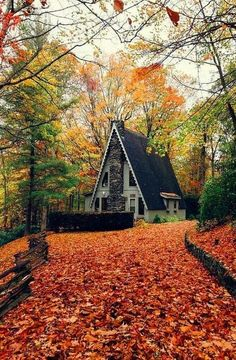 Super cute A-frame house. A Frame Cabin, A Frame House, Le Vermont, Beautiful Homes, Beautiful Places, Cabin In The Woods, Autumn Scenery, Exterior, Photos Voyages