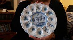 Prato para ovos,  de porcelana pintada à mão por Vitti