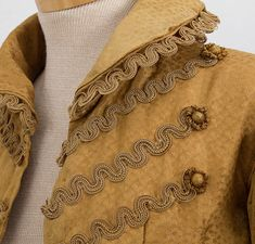 Wonderful trim and fluffy buttons - I like these!    Regency Clothing at Vintage Textile: #c403
