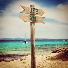 Formentera last year..choices, choices...》follow me for more authentic pics and travel tips