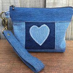 Denim Tote Bags, Denim Handbags, Denim Purse, Fabric Purses, Fabric Bags, Artisanats Denim, Patchwork Bags, Denim Patchwork, Denim Ideas