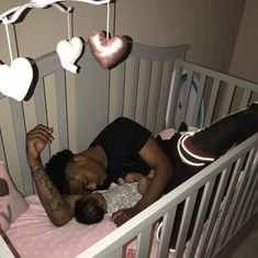 baby and daddy Im out here single asf thas crazyyyy aint been this single in a long time Cute Mixed Babies, Cute Black Babies, Cute Babies, Black Baby Girls, Cute Family, Baby Family, Family Goals, Dad Baby, Baby Love