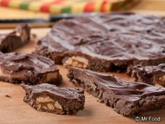 Candy Icebox Bars: Chocolate, graham crackers, and peanut butter! #Recipe