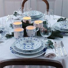 Norgesglasset lyslykt Bogstad-stråmønster - Hyttefeber.no White Porcelain, Table Settings, Product Launch, Hand Painted, Vase, Plates, Pure Products, Table Decorations, Tableware