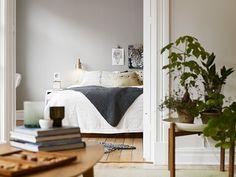 grey wall in bedroom |stadshem.se |via PLATEFUL OF LOVE