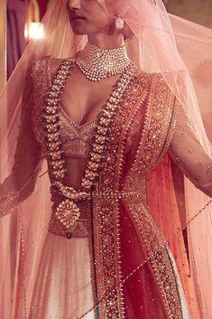 Latest 2020 Tarun Tahiliani Lehenga Prices Will…Shock You! Lehenga Choli With Price, Bridal Lehenga Choli, Tarun Tahiliani, Dress Indian Style, Indian Dresses, Look Fashion, Indian Fashion, Fashion Goth, Indian Wedding Fashion