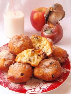 Oliebollen (Holland fánk) Sweet Bread, Donuts, Holland, Breads, Sweets, Fruit, House, Food, Sweet Pastries