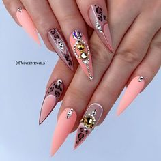 Stiletto nail art design is one of the classic nail shapes. Stiletto nails are also known as claw nails. With a larger surface, our nails can be very creative. Stiletto nails look more sexy and attractive than regular long nails. The Stiletto nail de Long Nail Designs, Acrylic Nail Designs, Nail Art Designs, Nails Design, Matte Stiletto Nails, Pointy Nails, Coffin Nails, Sexy Nails, Love Nails
