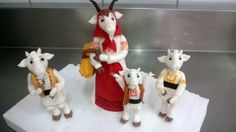 goat family gumpaste