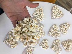 Ideias e detalhes para compor sua Festa Junina Snack Recipes, Diy, Food, Bouquet, Banks, Weddings, Snack Mix Recipes, Appetizer Recipes, Bricolage