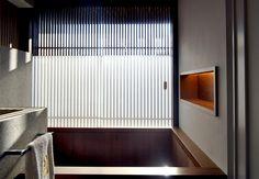 Residência RW (Búzios, 2008) / Bernardes + Jacobsen Arquitetura (Arquitetura) / Toninho Noronha Arquitetura (Interiores) #banheiro #bathroom #box #bath #shower #bathtub #window #view #lighting #wall #niche