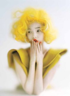 from obscure to demure, Xiao Wen Ju by Tim Walker for Vogue US September. I love this image.I hate the color yellow, but I am so stunned by the beauty of contrast in this photo. Foto Fashion, Fashion Mode, Fashion Art, Fashion Images, Vogue Fashion, Punk Fashion, Fashion History, Trendy Fashion, Tim Walker Photography