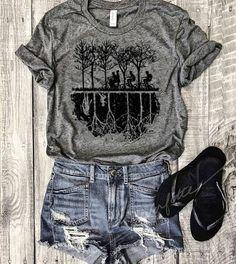 I want this soooo bad! Stranger Things T-Shirt Size Medium (the same color as the pic) Teen Fashion Outfits, Cool Outfits, Stranger Things Shirt, Stranger Things Clothing, Tumblr Outfits, Movie T Shirts, Cute Shirts, Look Cool, Pulls