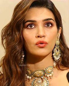 Bollywood Actress Hot Photos, Bollywood Girls, Beautiful Bollywood Actress, Most Beautiful Indian Actress, Allu Arjun Hairstyle, Beautiful Girl Photo, Girls Image, Indian Beauty, Indian Actresses