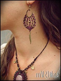 Pendientes en macramé con detalles en bronce. Earrings por mARTtika