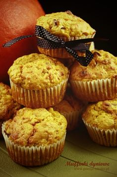 Muffinki dyniowe z orzechami / Pumpkin Muffins with Nuts (recipe in Polish) Nut Recipes, Food And Drink, Pumpkin, Sweets, Dishes, Baking, Cupcakes, Breakfast, Polish