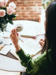 7 Tips to Build, Improve, and Master Self Discipline | Simply By Elle Coffee Photography, Photography Women, Lifestyle Photography, Light Bulb Drawing, Coffee Drinks, Drinking Coffee, Wedding Insurance, Planner Book, Dreams