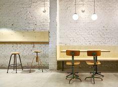Bar Oval refurbishment : flexoarquitectura