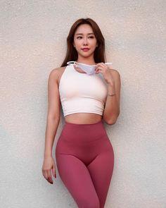 Men Street Look, Street Style Women, Beautiful Japanese Girl, Beautiful Asian Women, Japanese School Uniform Girl, Fit Women Bodies, Myanmar Women, Pretty Korean Girls, Girls In Leggings