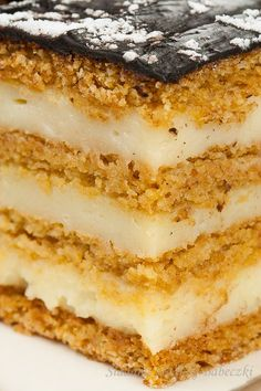 Miodownik | Honey cake. I'm hoping I can translate this Dessert Cake Recipes, Cheesecake Recipes, No Bake Desserts, Delicious Desserts, Polish Cake Recipe, Baking Recipes, Snack Recipes, Honey Cake, Homemade Cakes