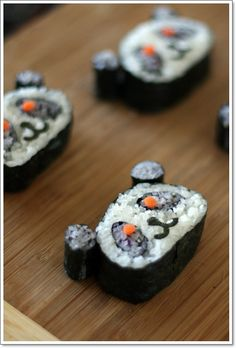 Sushi Panda : great not just for kids. Šustí party is coming! Panda Sushi, Sushi Cat, Cute Food, Good Food, Yummy Food, Sushi For Kids, Jiro Dreams Of Sushi, Japanese Food Art, Cute Bento